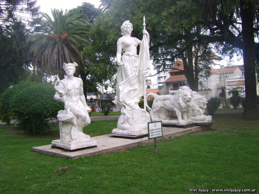 Estatuas de Lola Mora