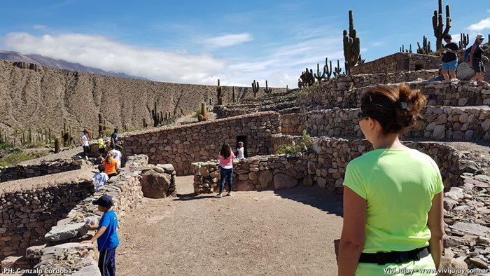 Turistas en el Pucará de Tilcara