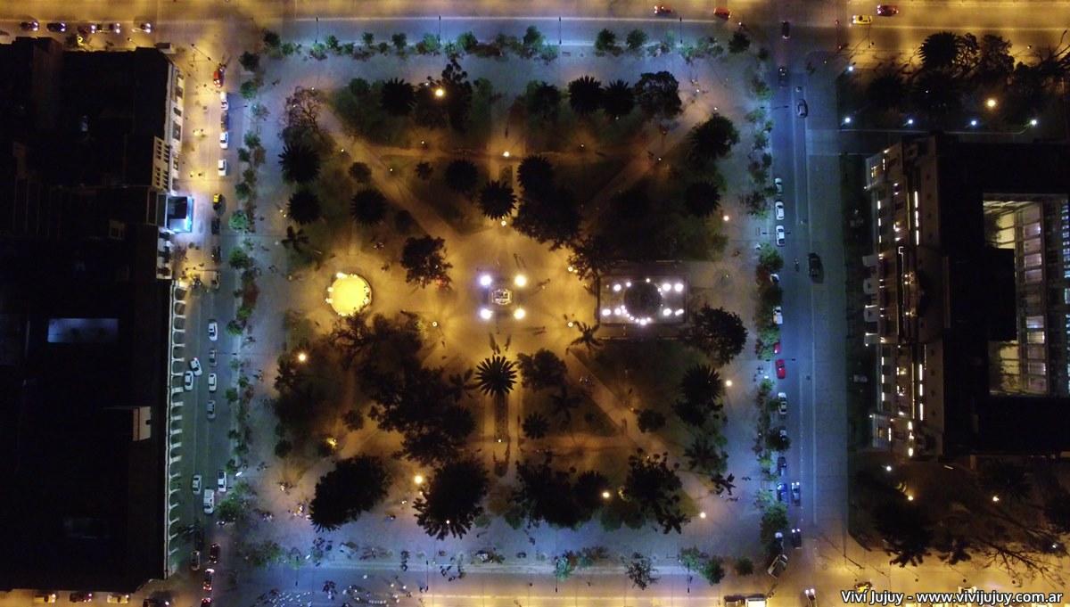 Plaza Belgrano Jujuy (nocturno)