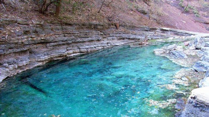 Aguas termales turquesa