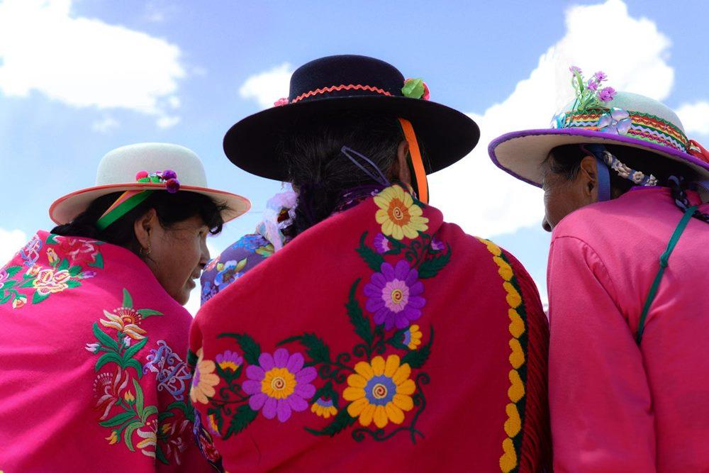 Las mujeres de Caspalá se destacan por el colorido bordado de sus prenddas