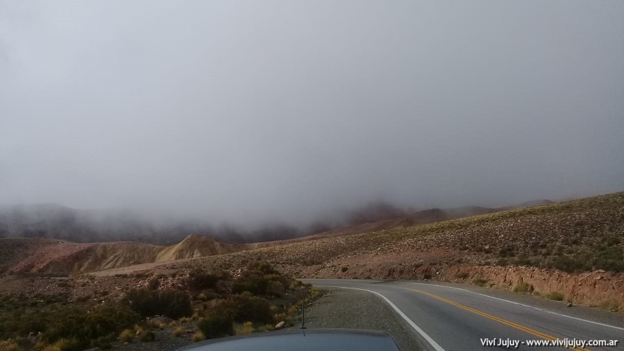 Atravesando las nubes en la Cuesta de Lipán