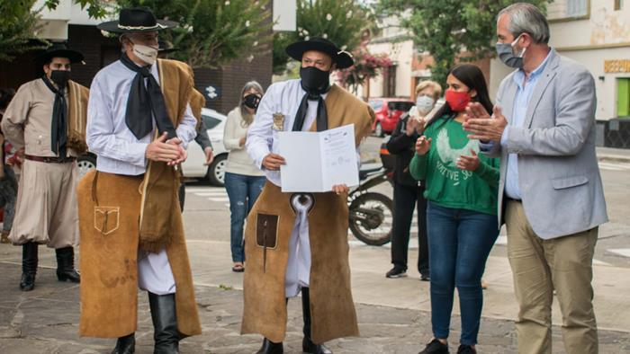 Entrega de Minuta a gauchos jujeños