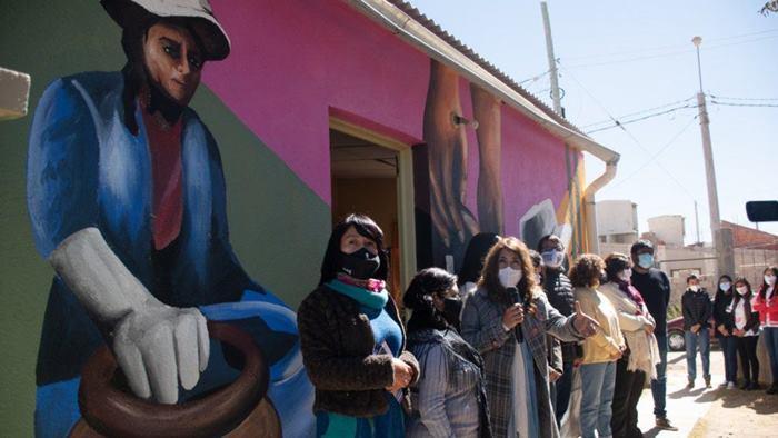 Mural homenaje a la Mujer Alfarera en La Quiaca