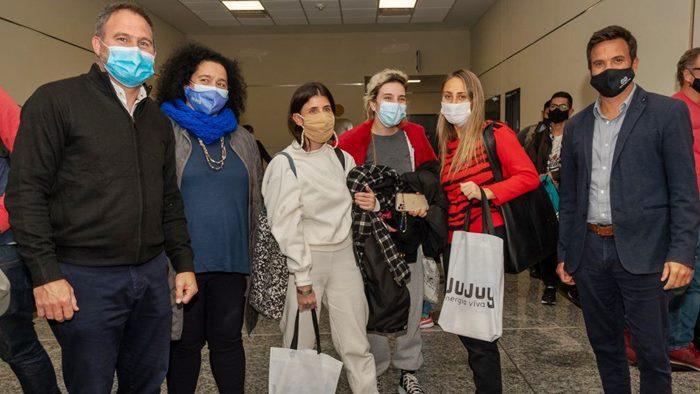 Turistas aeropuerto jujuy